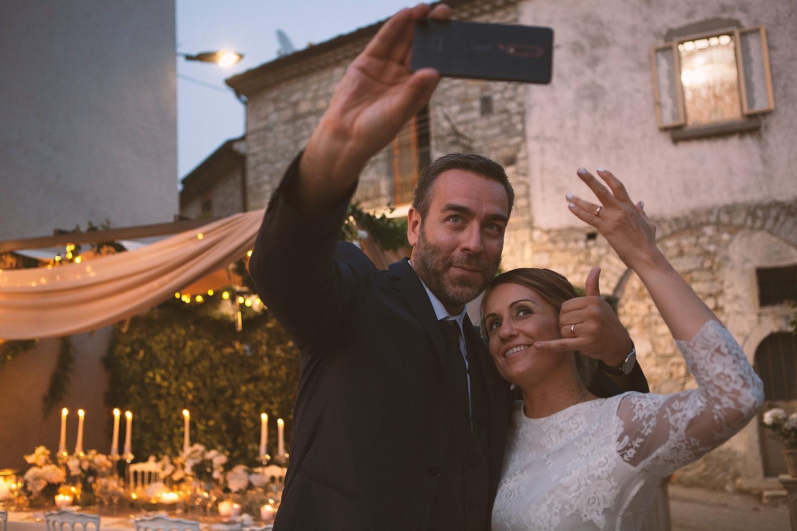tavola invitati candele fiori intimo lusso matrimonio stile selfie